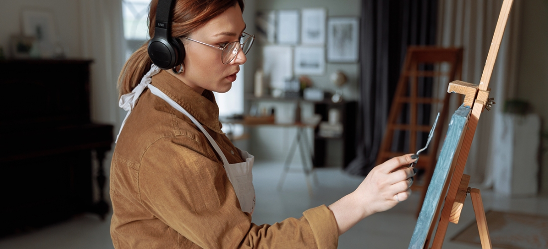 Woman - Girl - Female - Painter - Artist - Painting - Canvas - Palette Knife - Headphones - Music - Podcast - Listening - Art - Studio - Photo