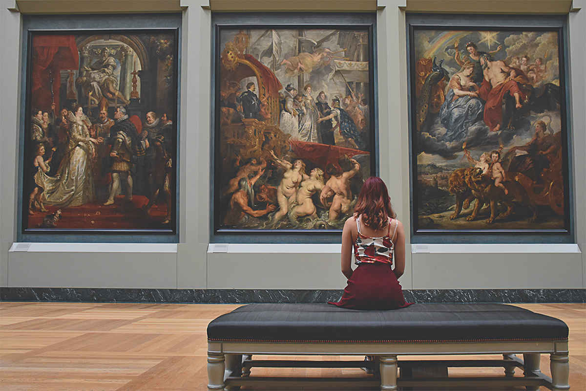 Woman - sitting - art - gallery - looking - at - art - paintings - art - history - photo - how - to